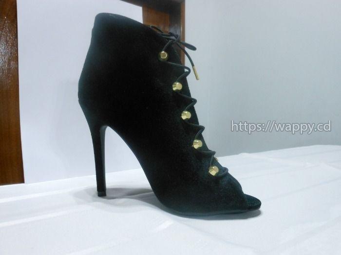 Belles Chaussures à talons en Daim noir