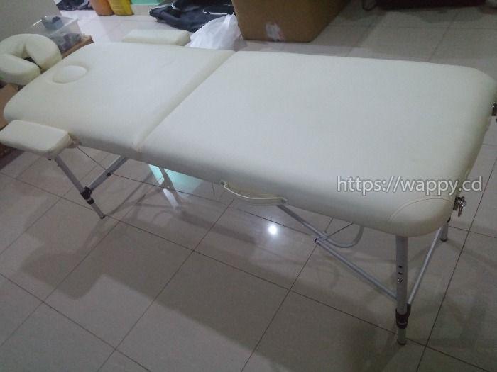 Table de Massage et Laptop
