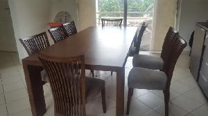 Grande table et chaise